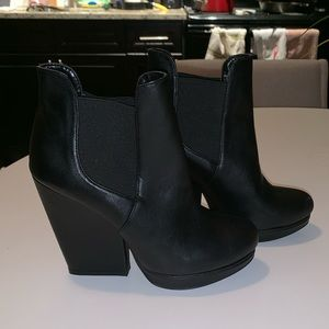 "Steve Madden Booties ""Upfront"" - Size 7"
